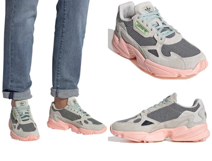 Ropa y moda cómoda para mujeres; tenis Adidas color gris con suela estilo choclo rosa