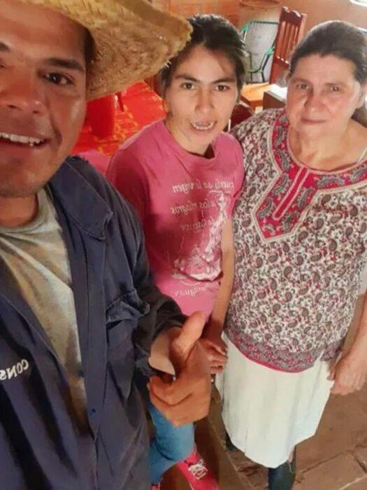 Guido Penayo junto a su familia; Youtuber construye casa para su familia con las ganancias de sus vídeos de cocina