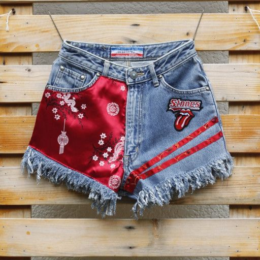 short shorts with prints in red colors