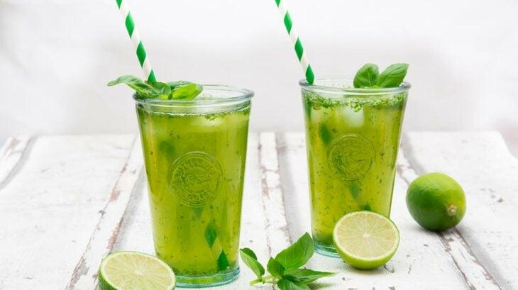 Limonada de té verde; 13 Bebidas para llenar de sabor tus tardes de calor