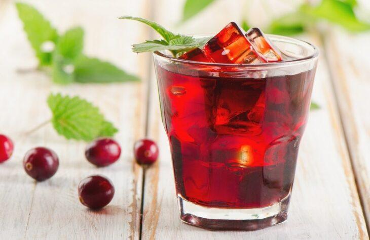 Agua de granada con arándano; 13 Bebidas para llenar de sabor tus tardes de calor