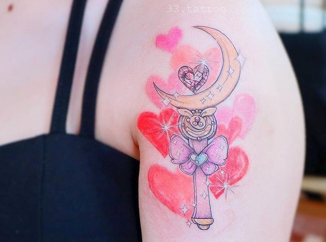 Tattoo inspired by the transformer from Sailor Moon; 13 Tattoos to decorate your skin 'in the name of the Moon'