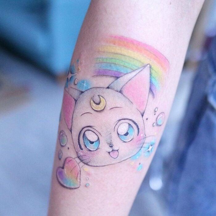 Tatuaje inspirado en Artemis de Sailor Moon; 13 Tatuajes para decorar tu piel 'en el nombre de la Luna'