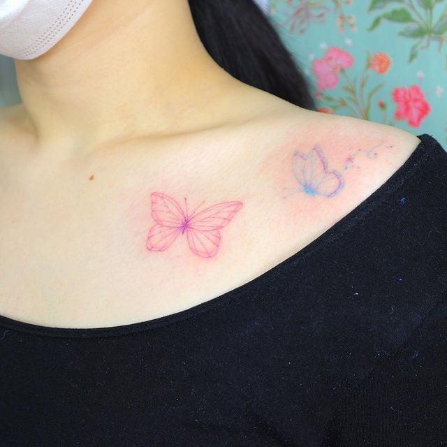 Tatuaje de mariposas en tonos rosa y azul solo siluetas;  15 Bellos tatuajes con mariposas para iniciar una metamorfosis