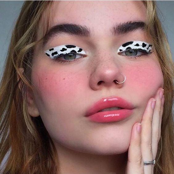 delineado grueso simulando el pelaje de una vaca; 15 Delineados aesthetic para presumir en tus IG de Instagram