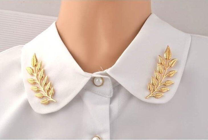Broches para cuello en color dorado y en forma de hojas de olivo; 13 Accesorios chulísimos que sí o sí te mereces