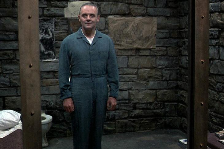 Anthony Hopkins como hannibal lecter en la cárcel durante la película El silencio de los inocentes