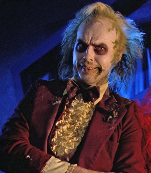 Michael Keaton personificado como Beetlejuice
