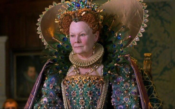 Judi Dench en el papel de Isabel I en la película Shakespeare in love