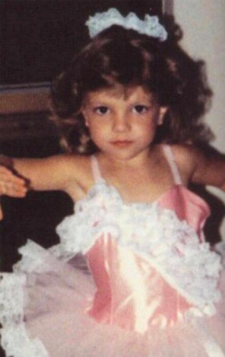 Britney Spears cuando era niña posando para una fotografía