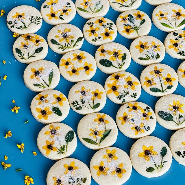 Galletas de mantequilla con flores naturales; Crea deliciosa repostería con flores