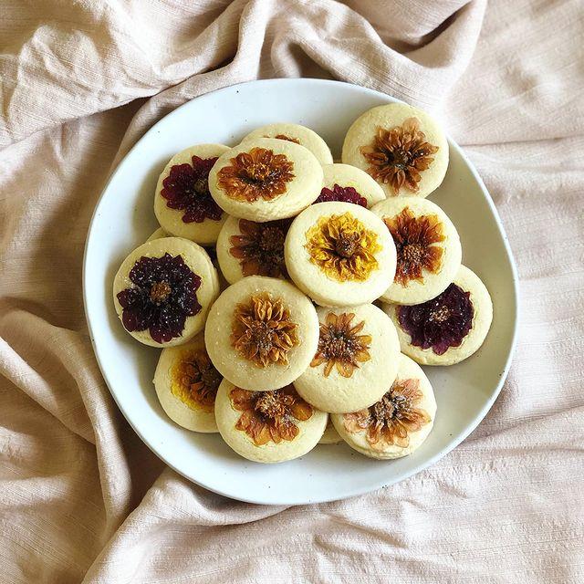 Galletas azucaradas decoradas con margaritas; Crea deliciosa repostería con flores