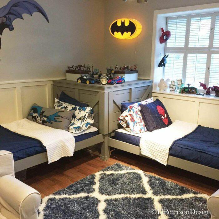 Decoración de cuarto con temática de superhéroes