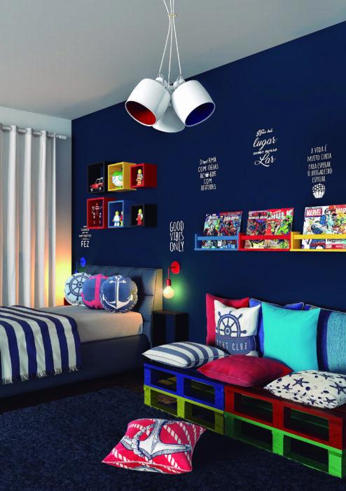 Decoración de cuarto en tonos azules con temática de marina