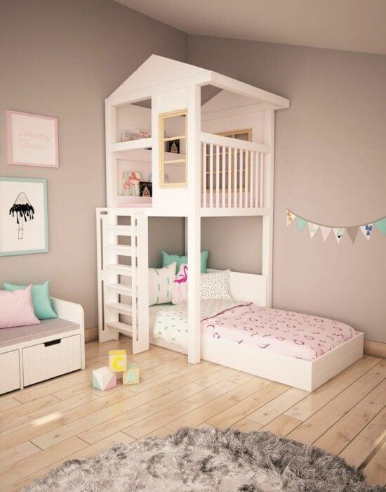 Decoración de cuarto para una niña en tonos rosados y con una casita