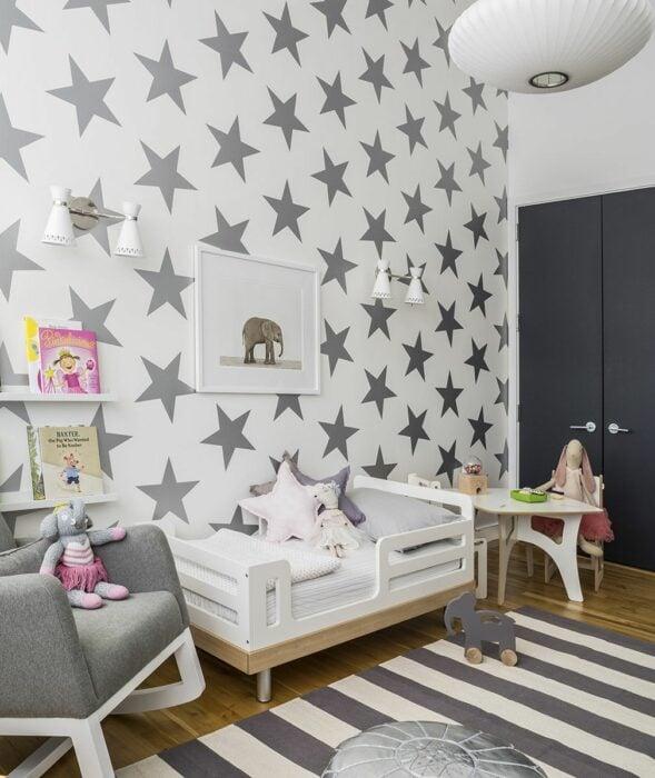 Decoración de cuarto con estrellas en colores grises