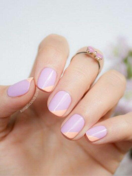 Diseño de uñas en color rosa con una mezcla de café