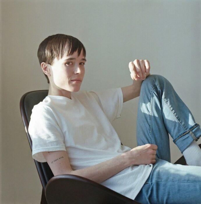 Elliot Page recostado en una silla para una foto en la revista 'Time'; Elliot Page protagoniza su primera portada como hombre en la revista 'Time'