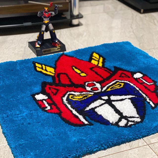 Tapete en forma de Transformers en tono azul; Este local vende los tapetes más hermosos que verás