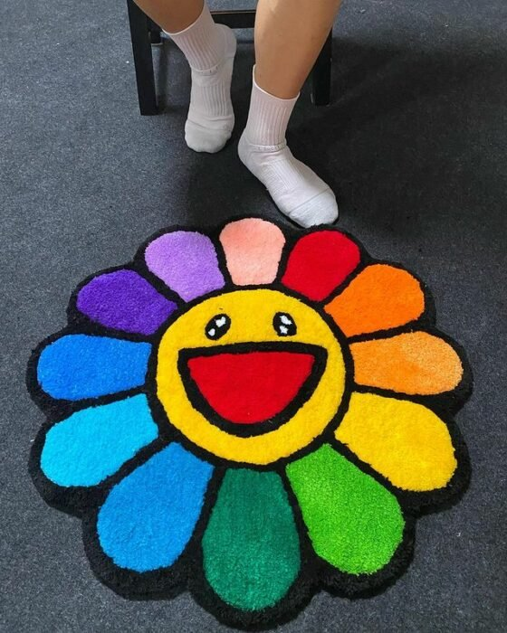 Tapete en forma de flor con pétalos de colores; Este local vende los tapetes más hermosos que verás
