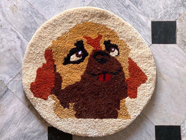 Tapete redondo con cara de perro; Este local vende los tapetes más hermosos que verás