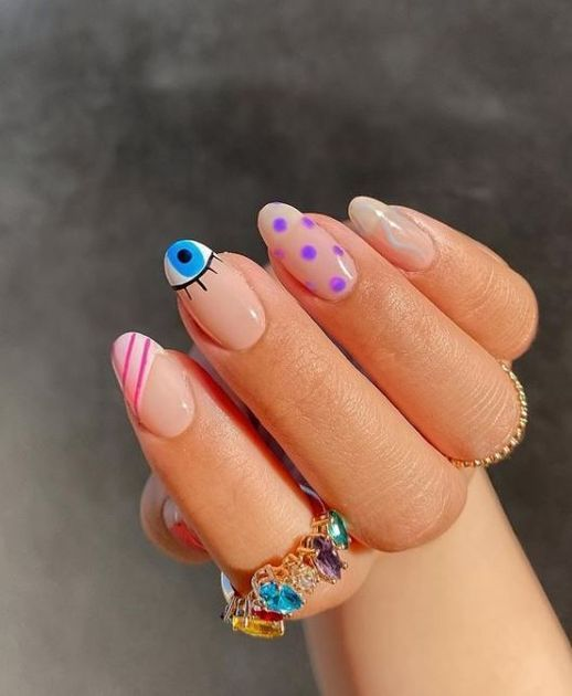 French effect manicure on eyes and lines; Ideas for aesthetic manicure