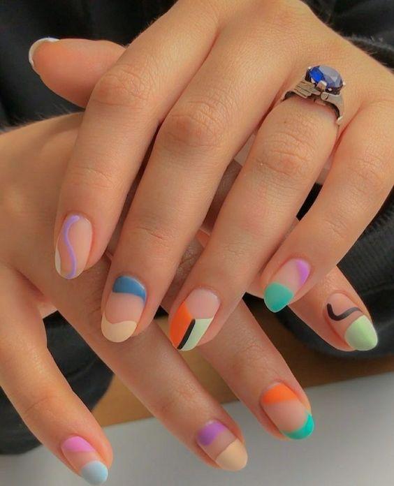 Manicura en colores pastel y fluorescentes con efecto geométrico; Ideas para manicura aesthetic