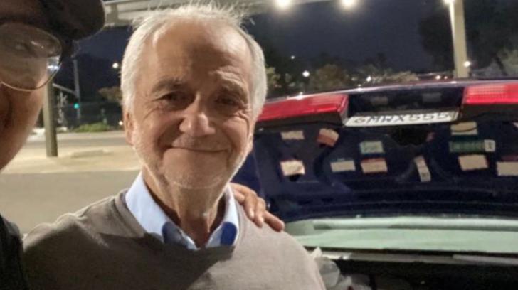 El profesor José Villarruel sonriendo para una fotografía; Joven recauda 27 mil dólares para exmaestro que vivía en un auto tras quedar desempleado