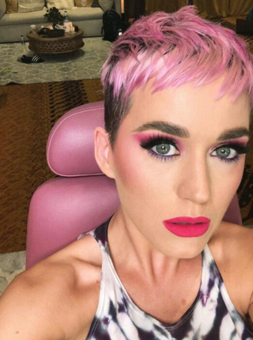 Katy Perry con el cabello rosa