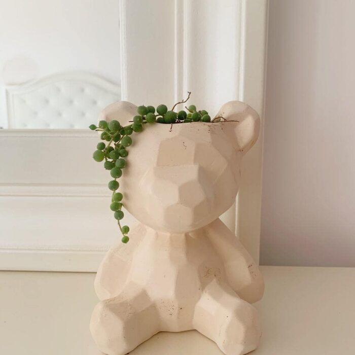 Maceta en forma de oso de juguete, en color beige