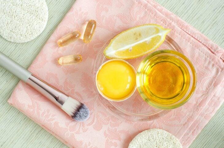 Ingrediente para preparar una mascarilla; Mascarillas con huevo para una piel bonit