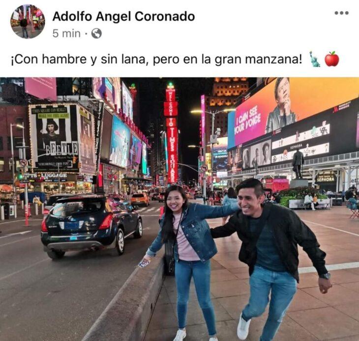 Pareja de novios paseando en Nueva York; Mexicanos están compartiendo fotos de sus viajes con ingeniosas rimas