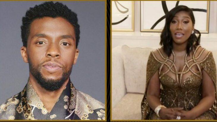 Esposa de Chadwick Boseman aceptando el premio a mejor actor de su esposo en un homenaje póstumo