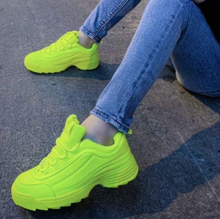 Sneakers tipo Fila en color verde neón