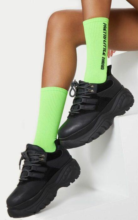 Calcetas a media pantorrilla en color verde neón