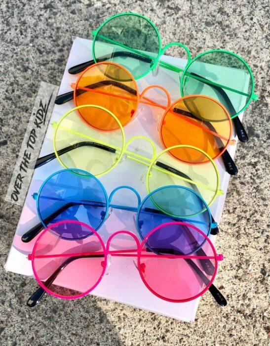 Gafas de sol en colores neón