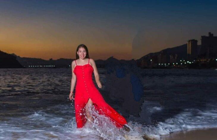 Edición en la foto de una pareja que camina por la playa