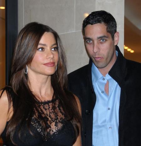 Sofía Vergara y Nick Loeb molestos mientras salían de un restaurante