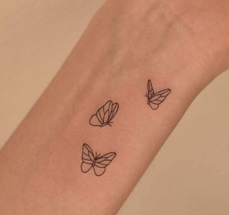 Tatuaje de mariposas en la muñeca
