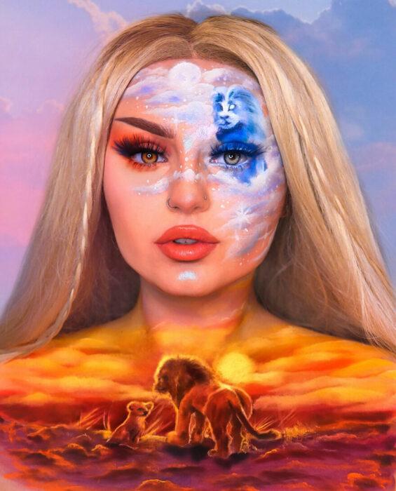 Chica pintada con el cuello y el rostro con la escena de El Rey León