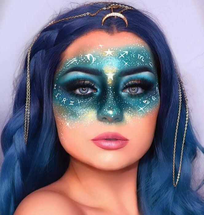 Chica con el rostro pintado de estrellas