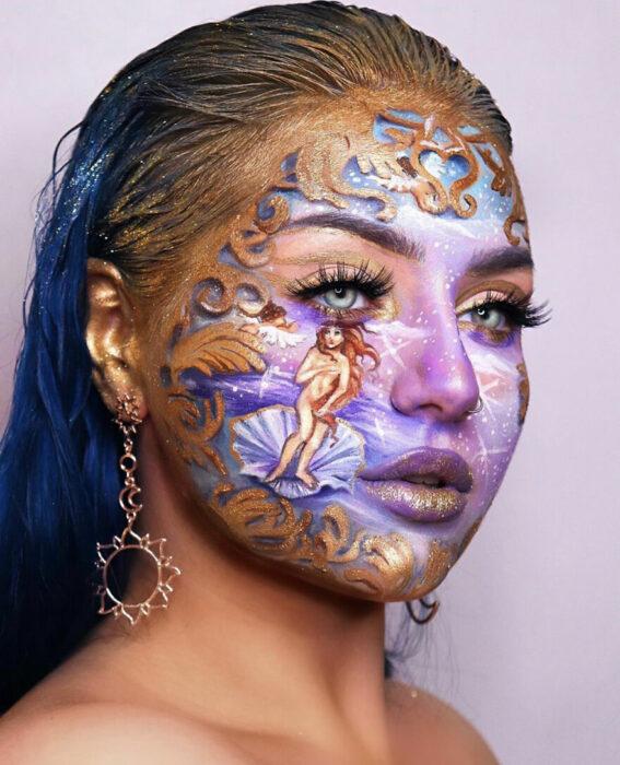 Chica con el rostro pintado como la pintura del venus