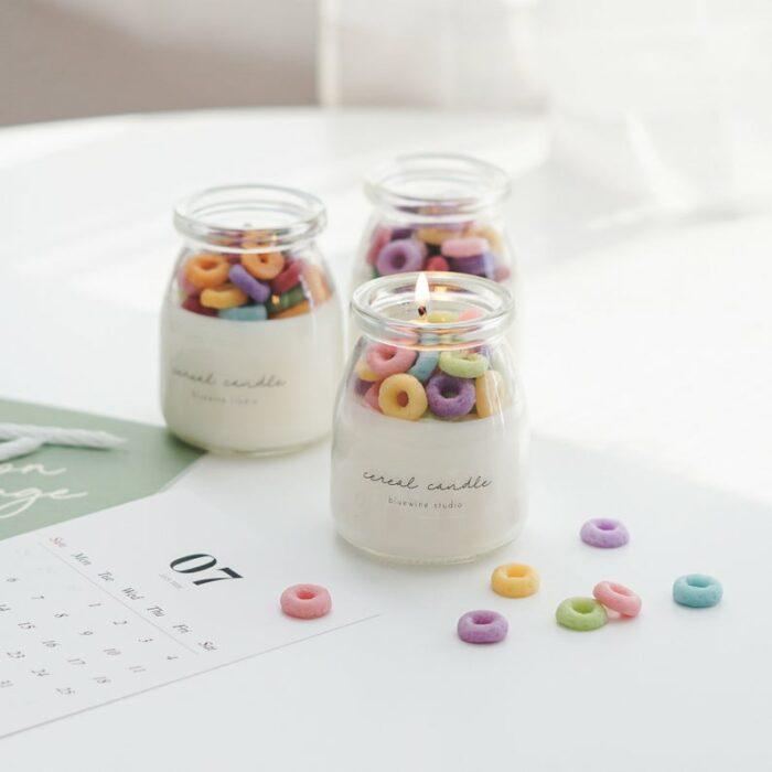 Vela en forma de aros de cereal de colores
