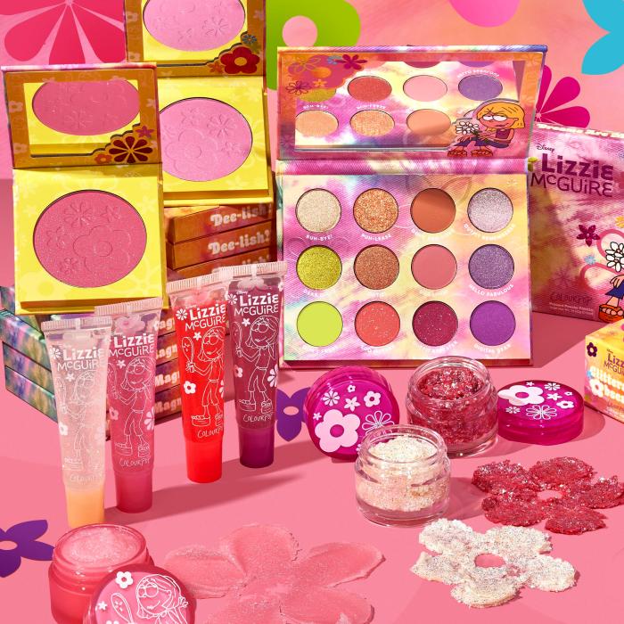 colección de maquillaje de colourpop y lizzie mcguire, sombras, rubor, brillo labial, exfoliante labial y sombras con glitter