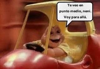 Meme bebé sinclair dentro de un carro manejando