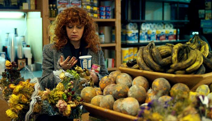 """escena de la serie """"Russian Doll"""""""
