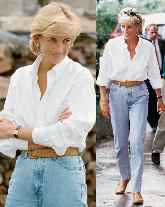 Diana Spencer usando unos mom jeans con una camiseta blanca