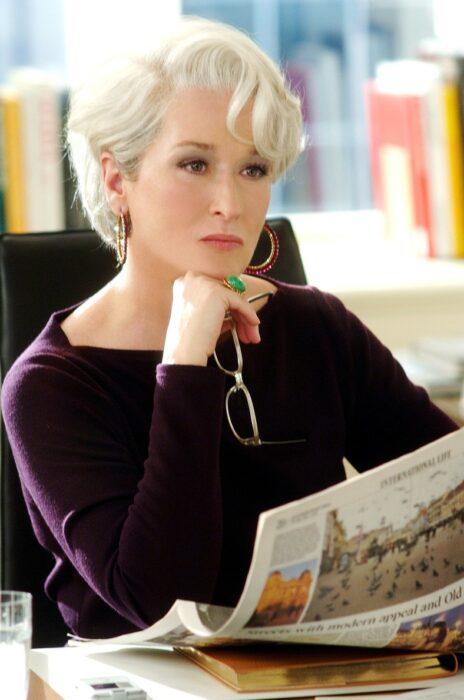 Miranda Prestley viendo a Andrea Sachs durante su entrevista de trabajo