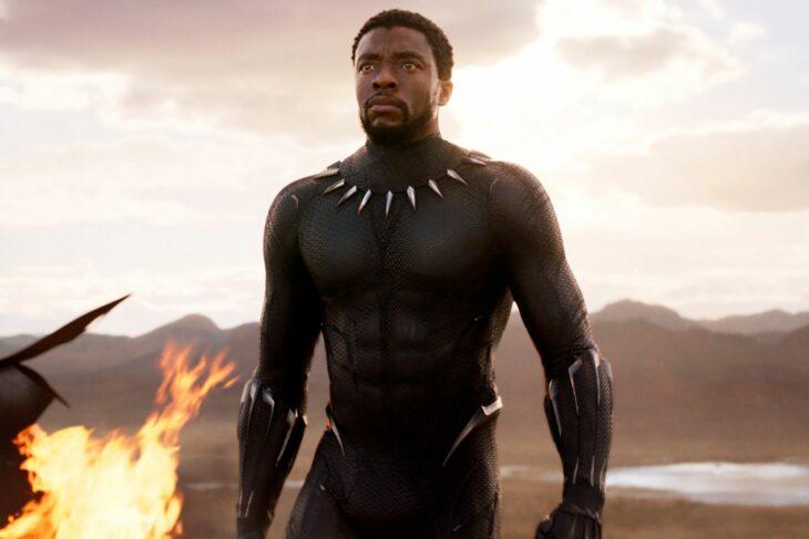 Chadwick Boseman en la película Pantera Negra; 10 Actores que dieron todo para lograr una actuación increíble
