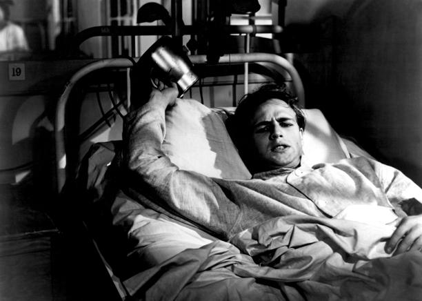 Marlon Brando en la película Vivirás tu vida; 10 Actores que dieron todo para lograr una actuación increíble